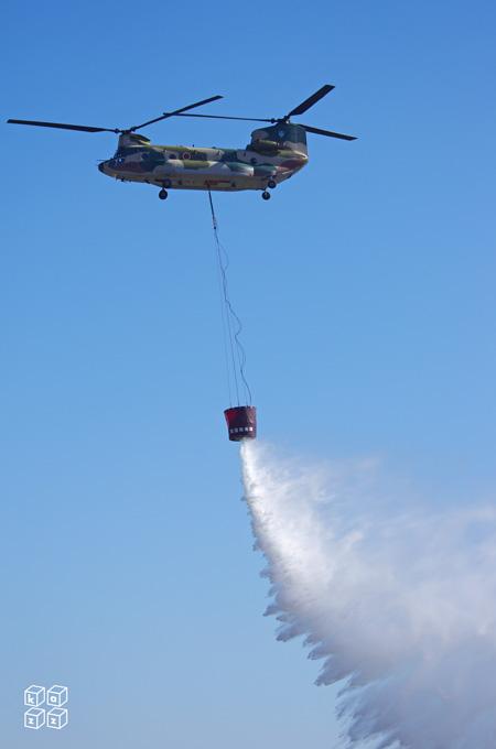 14.CH-47J 放水.jpg